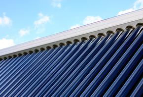 Solarröhrenkollektor auf dem Dach