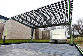 Halbtransparente Photovoltaik-Module auf Carport