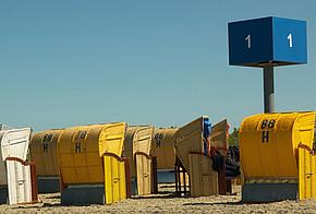 Strandkörbe am Badestrand
