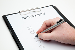 Eine Checkliste wird abgehakt