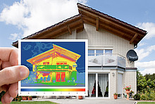 Thermografie: Beispiel mit Mehrfamilienhaus links und Aufnahme rechts