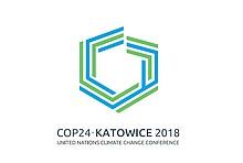 Das Logo des 24. Weltklimagipfels im polnischen Katowice: Sechseck aus grünen und blauen Streifen mit Untertitel COP24 Katowice 2018.