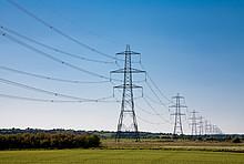 Strommasten- und Leitungen
