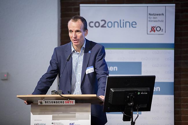 """Martin Sambale auf der Fachtagung """"Wirksam sanieren für den Klimaschutz""""."""
