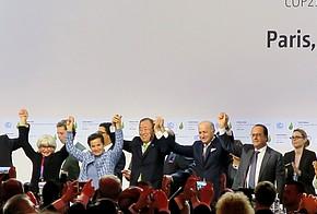Abschlussplenum auf der Klimakonferenz 2015 in Paris