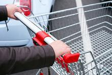 Einkaufen mit Einkaufswagen