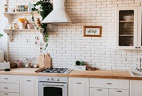 Auf dem Bild ist eine Küche zu sehen.