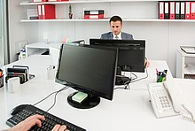 Zwei Büro Arbeitsplätze