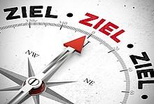 Kompass zeigt auf Ziel