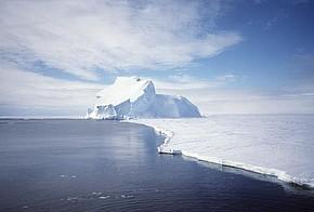Dünnes Eis in der Arktis
