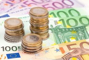 Münzen und Scheine in Euro