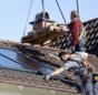 Praxistest Solarthermie: Indach-Montage von Kollektoren Schritt 9 – Dachziegel auflegen.