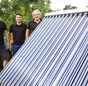 Handwerker und Solarthermieanlage