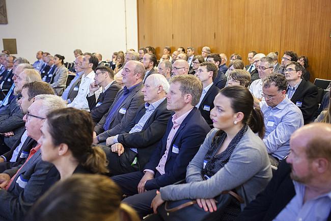 """Publikum bei der Fachtagung """"Wirksam sanieren für den Klimaschutz""""."""