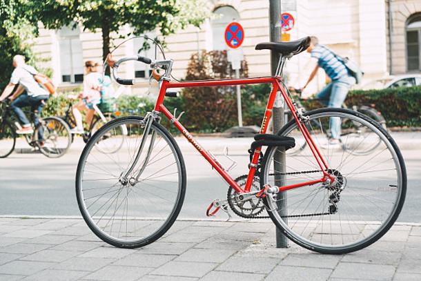 Angeschlossenes Fahrrad.