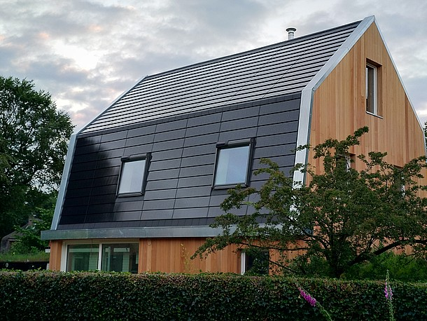 Photovoltaik-Module als Dacheindeckung und Fassade