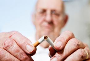 Zigarette wird zerbrochen