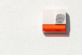 Alarmanlage an der Hauswand