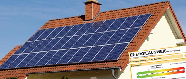 Haus mit Solarzellen und Energieausweis